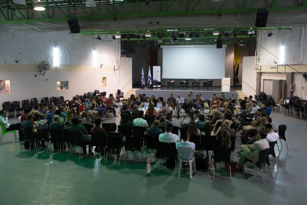 שולחן עגול בנושא האם דור המחאה החברתית מצליח לקדם שינוי חברתי-כלכלי בישראל? צליל אברהם (מאקו) הנחתה.